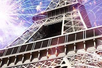 Tour Eiffel e fuochi d'artificio, Parigi - Francia